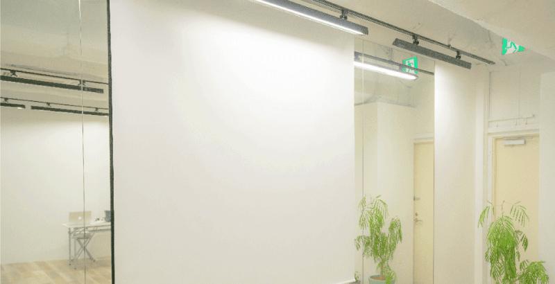 備品プロジェクタースクリーン